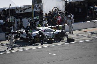 #63 Scuderia Corsa Ferrari 488 GT3, GTD: Cooper MacNeil, Toni Vilander, Jeff Westphal, Alessandro Balzan - pit stop
