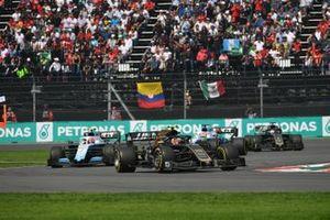 Kevin Magnussen, Haas VF-19, leads Robert Kubica, Williams FW42, George Russell, Williams Racing FW42, and Romain Grosjean, Haas VF-19