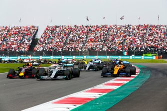 Max Verstappen, Red Bull Racing RB15, Lewis Hamilton, Mercedes AMG F1 W10 and Lando Norris, McLaren MCL34 battle at the start of the race