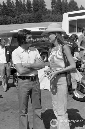 Emerson Fittipaldi, Lotus and Nina Rindt in the paddock
