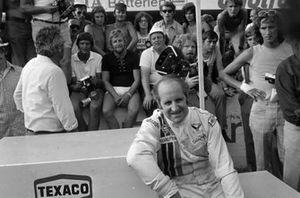 Podio: segundo lugar Denny Hulme, McLaren