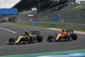 Esteban Ocon, Renault F1 Team R.S.20, battles with Lando Norris, McLaren MCL35