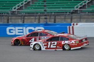 Kevin Harvick, Stewart-Haas Racing, Busch Light Apple Ford Mustang, Ryan Blaney, Team Penske, DEX Imaging Ford Mustang