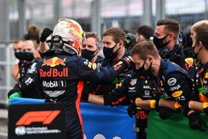 Max Verstappen, Red Bull Racing celebrates with team members in parc ferme