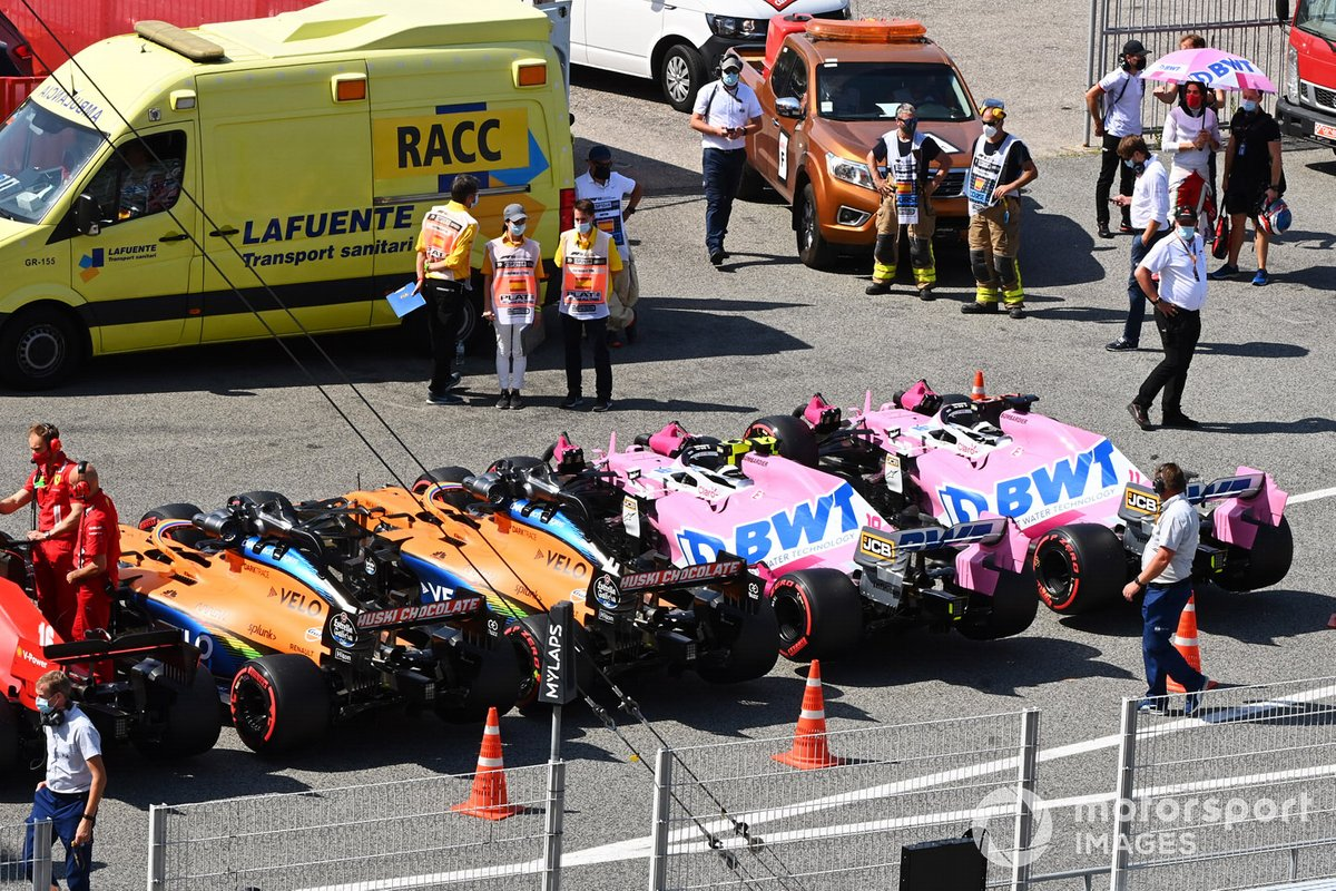 Los monoplazas de Charles Leclerc, Ferrari SF1000, Lando Norris, McLaren MCL35, Carlos Sainz Jr., McLaren MCL35, Lance Stroll, Racing Point RP20, Sergio Pérez, Racing Point RP20, in Parc Ferme after Qualifying