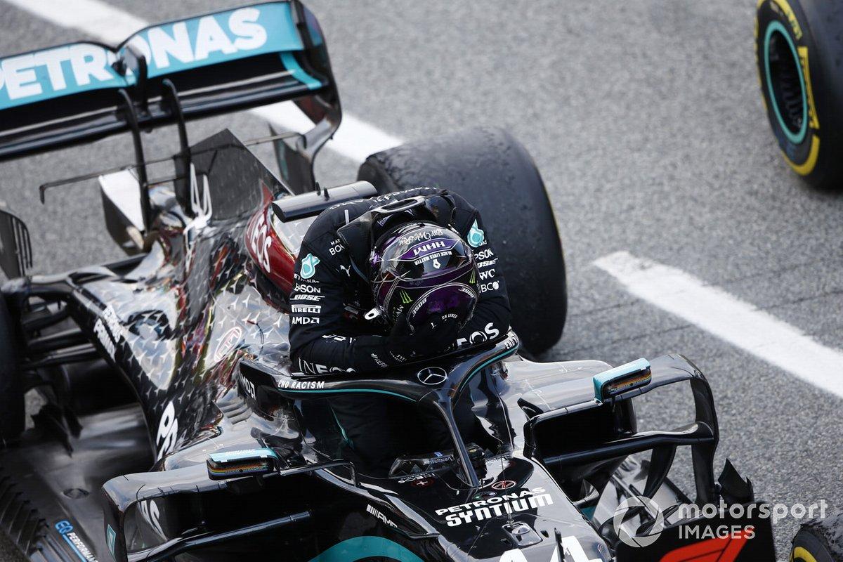 Ganador Lewis Hamilton, Mercedes-AMG Petronas F1, celebra Parc Ferme