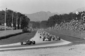 Jacky Ickx, Ferrari 312B ve Pedro Rodriguez, BRM P153 ve Clay Regazzoni, Ferrari 312B