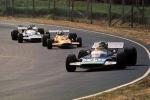Henri Pescarolo, Matra Simca MS120 leads Peter Gethin, McLaren M14A and his team mate Jean-Pierre Beltoise, Matra Simca MS120