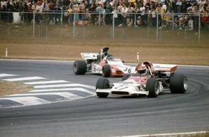 Helmut Marko, BRM P153B leads Andrea de Adamich, Surtees TS9B Ford