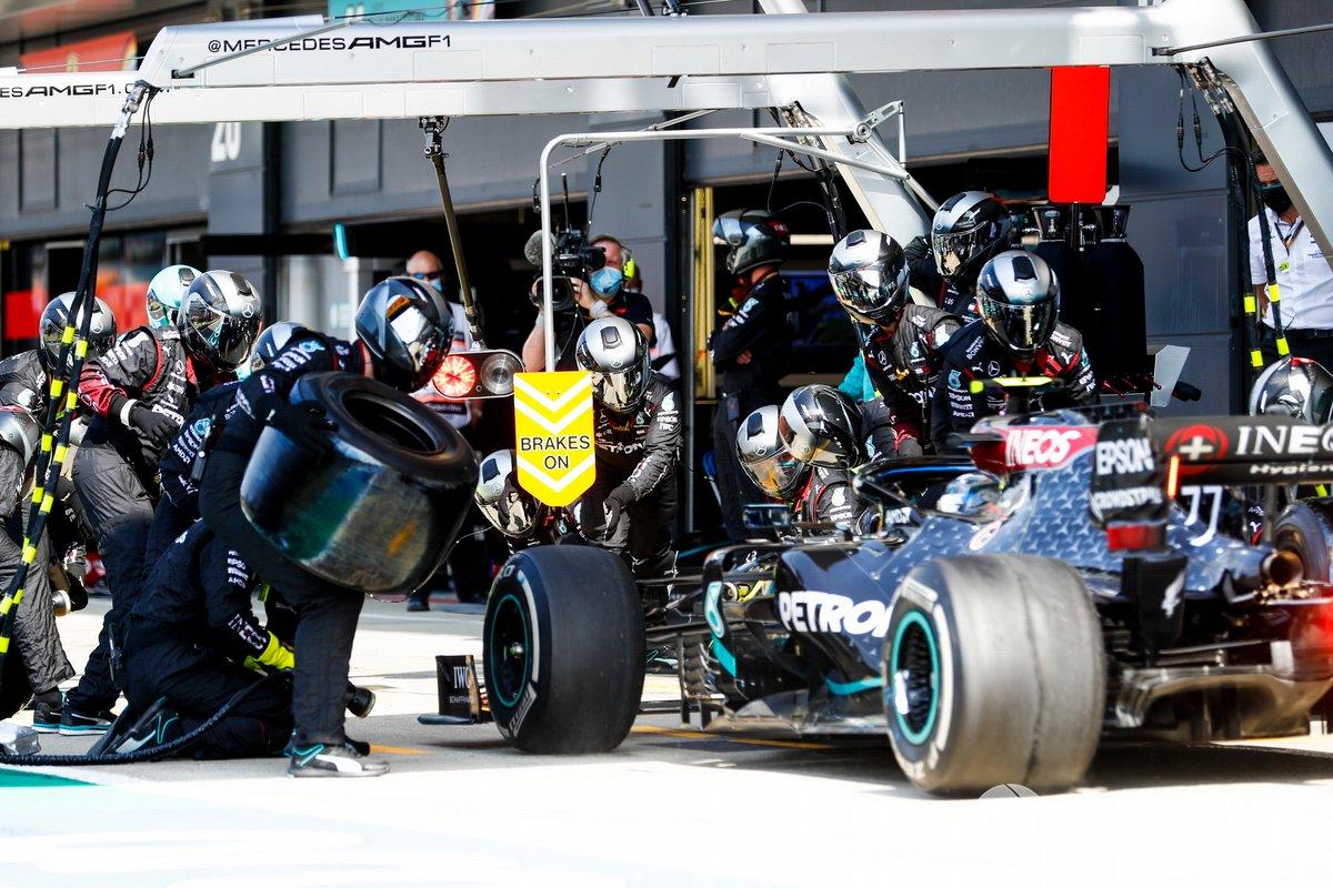 Valtteri Bottas, Mercedes F1 W11, llega a pits