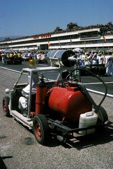 Un camión de bomberos en miniatura se utilizó para seguir a los monoplazas desde el principio en caso de un accidente