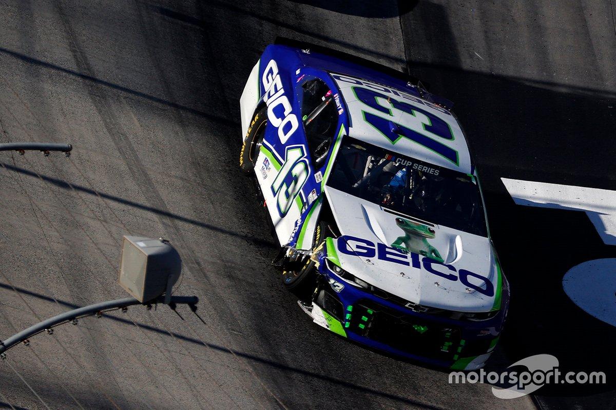 Ty Dillon, Germain Racing Chevrolet pits después de un impacto de giro