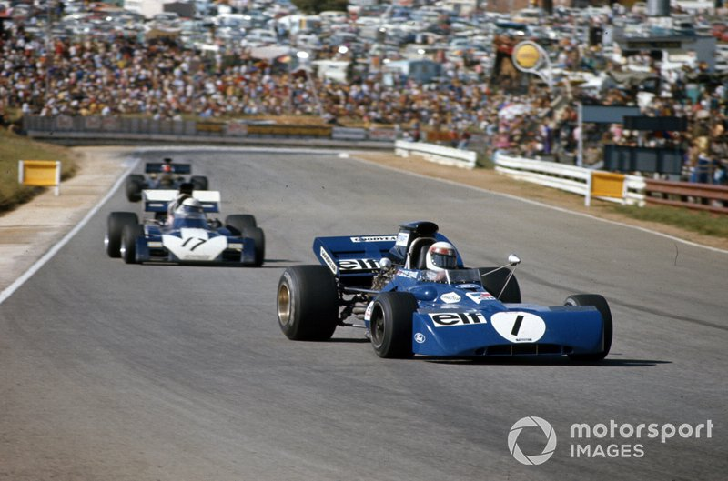 Jackie Stewart, Tyrrell 003 Ford y Mike Hailwood, Surtees TS9B Ford