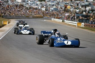 Jackie Stewart, Tyrrell 003 Ford leads Mike Hailwood, Surtees TS9B Ford