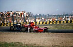 Niki Lauda, March 721 Ford davanti a Dave Walker, Lotus 72D Ford, GP d'Argentina del 1972