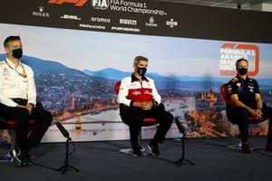 James Allison, directeur technique Mercedes AMG, Xevi Pujolar, responsable de l'ingénierie Alfa Romeo, et Paul Monaghan, ingénieur en chef Red Bull Racing, lors de la conférence de presse des directeurs d'écuries