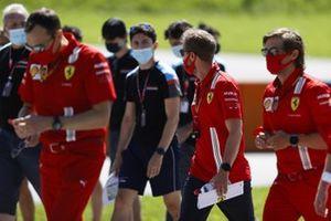 Sebastian Vettel, Ferrari looks at Matteo Nannini, Jenzer Motorsport whilst he walks the track