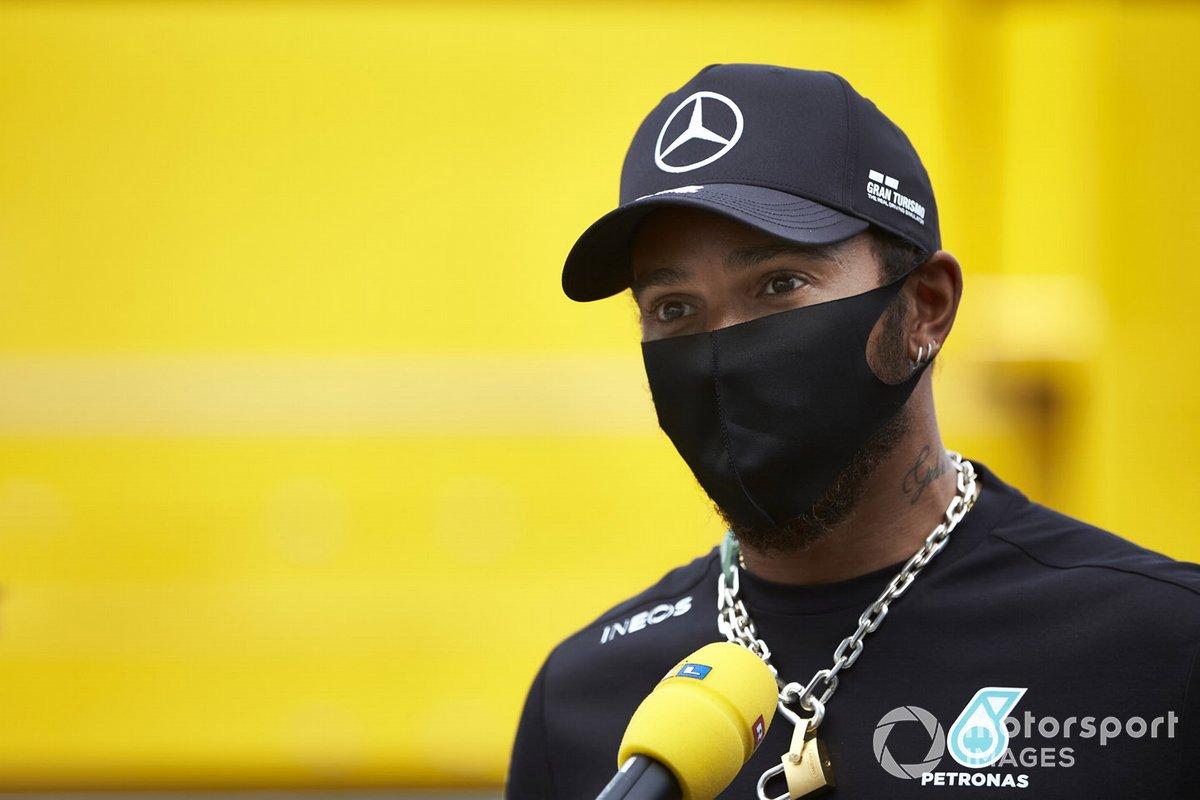 Lewis Hamilton, Mercedes-AMG Petronas F1, parla ai media