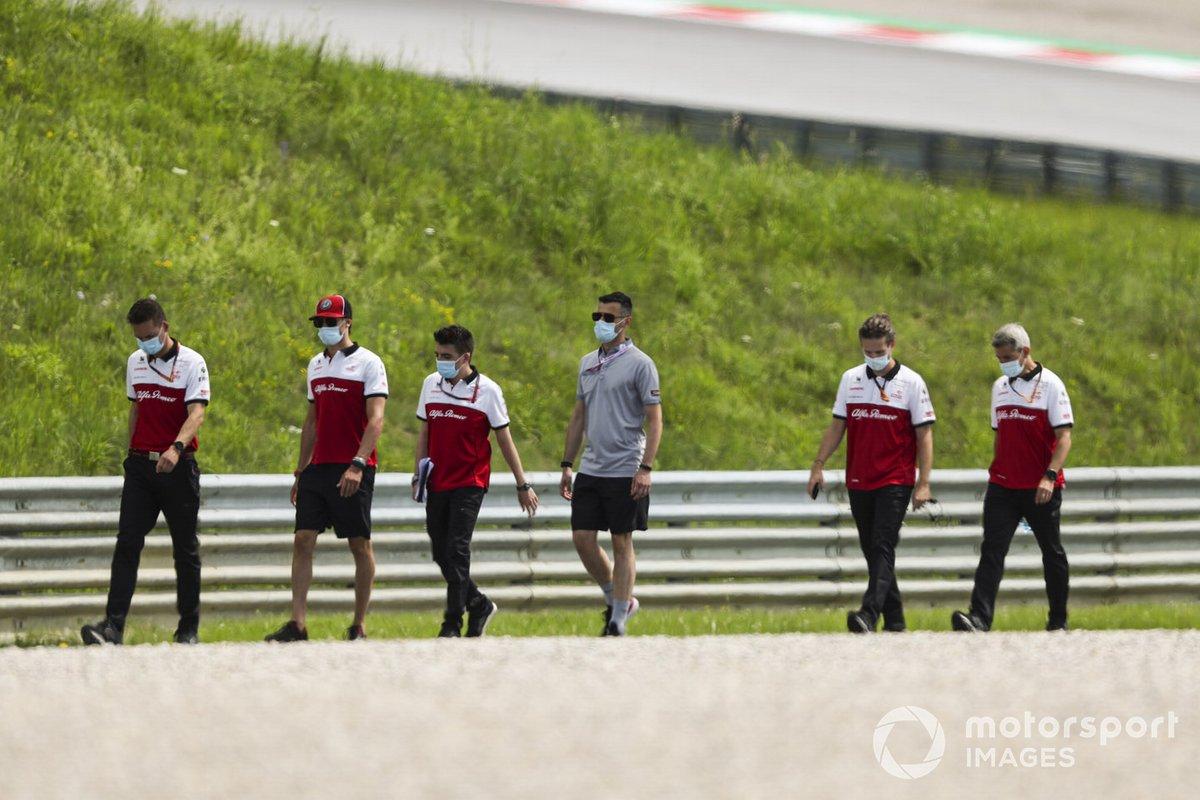 Antonio Giovinazzi, Alfa Romeo cammina lungo il tracciato