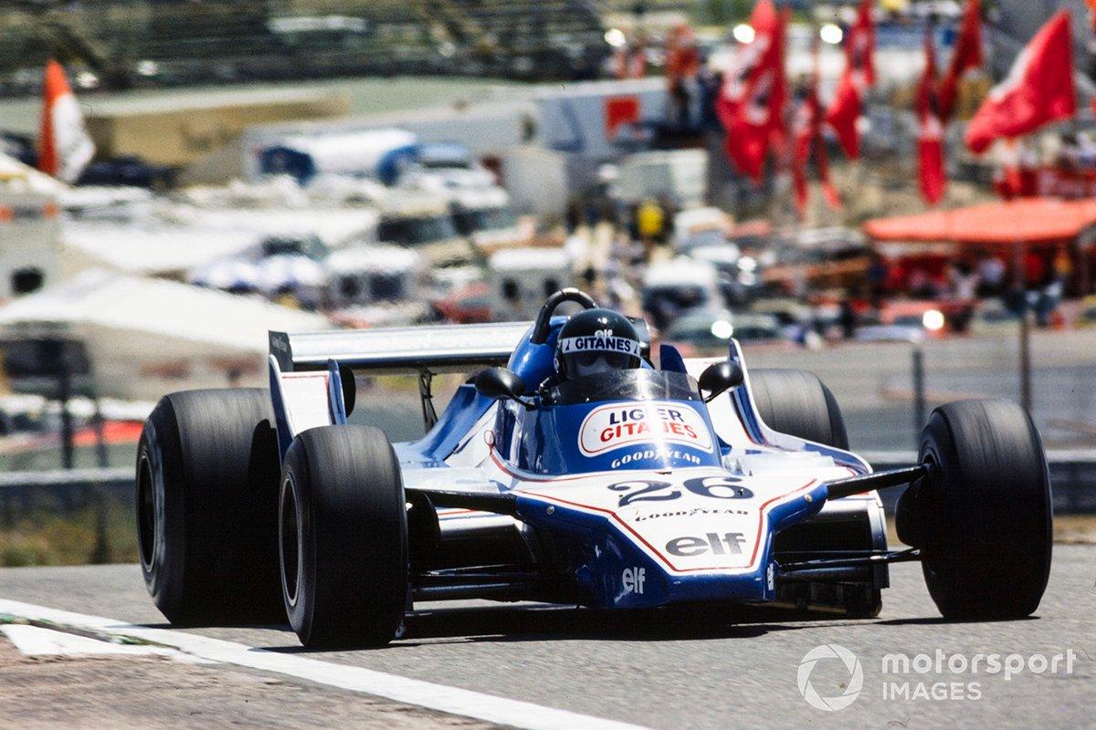 В пятницу быстрейшими стали пилоты Ligier. Жак Лаффит, проехав круг за 1:12.647, на полсекунды опередил своего напарника Дидье Пирони. Следом в протоколе расположились два гонщика Williams