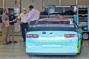 Onderzoek bij Darrell Wallace Jr., Richard Petty Motorsports pit garage