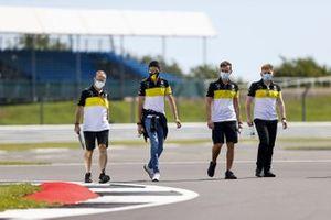 Esteban Ocon, Renault F1 walks the track