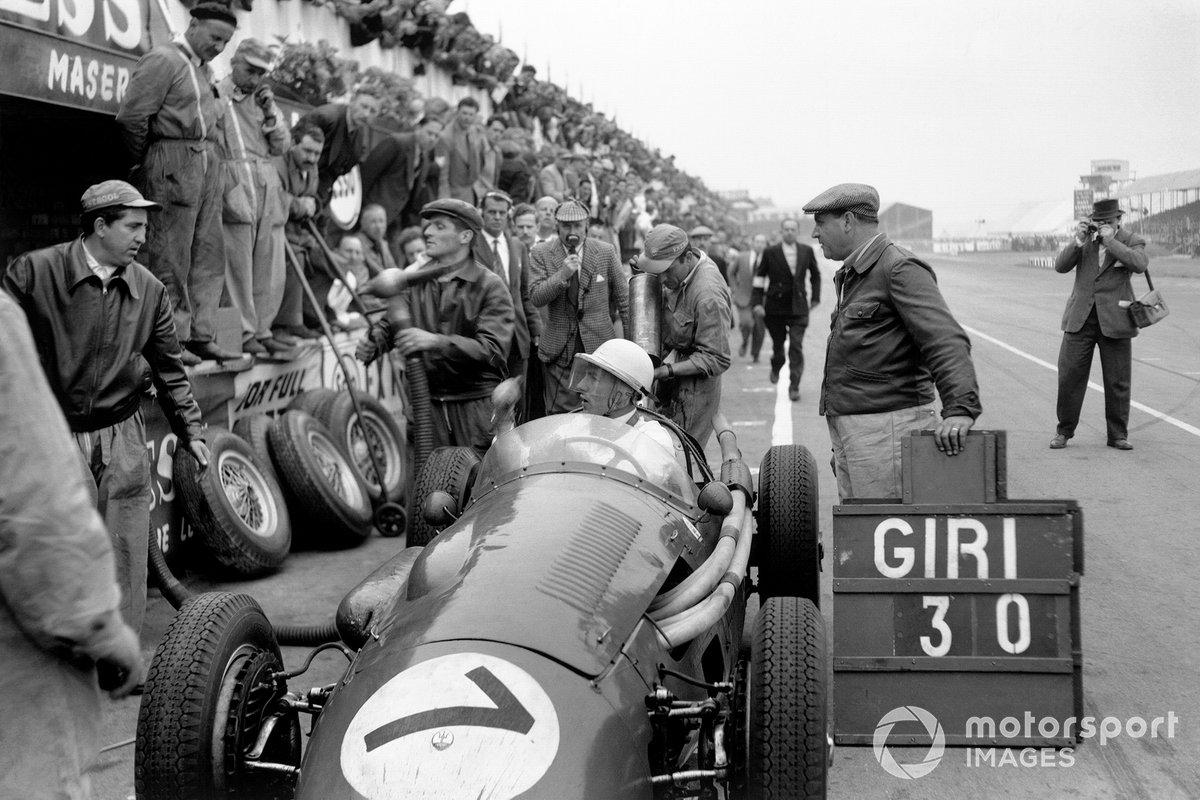 Судьба гонки решилась за 30 кругов до финиша, когда Стирлинг вторично остановился у боксов Maserati – мощность падала на глазах. Ему заменили провода зажигания и отправили на трассу, но речи о борьбе за победу больше не было. Оставалось просто ехать к финишу на втором месте
