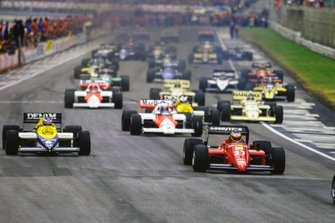 Michele Alboreto, Ferrari 156/85, Keke Rosberg, Williams FW10 Honda, Alain Prost, McLaren MP4-2B TAG, Nigel Mansell, Williams FW10 Honda, y Thierry Boutsen, Arrows A8 BMW, at the start