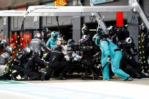 Valtteri Bottas, Mercedes F1 W11, makes a pit stop