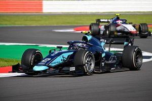 Dan Ticktum, Dams, leads Pedro Piquet, Charouz Racing System