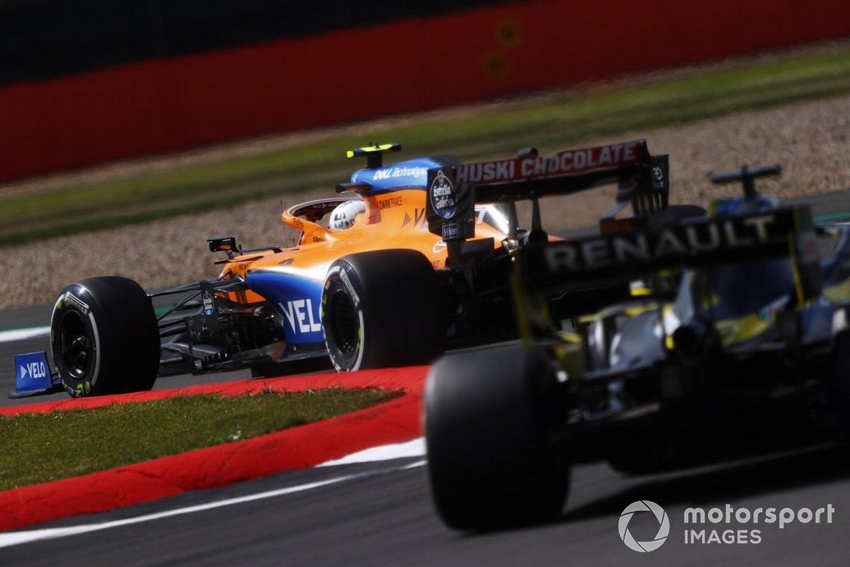 Lando Norris, McLaren MCL35, Daniel Ricciardo, Renault F1 Team R.S.20
