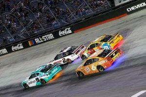 Chase Elliott, Hendrick Motorsports, Chevrolet Camaro UniFirst and Brad Keselowski, Team Penske, Ford Mustang Discount Tire