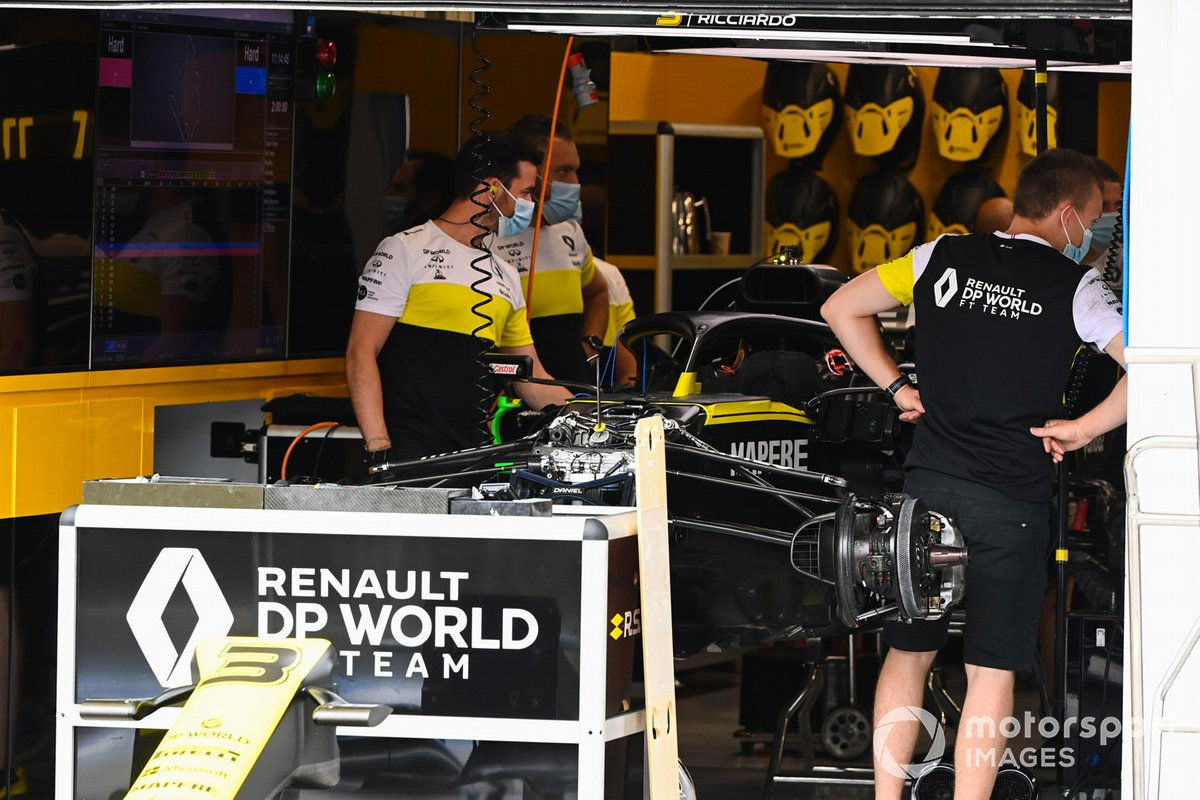 Mechanics work on the Daniel Ricciardo Renault F1 Team R.S.20 in the team's garage