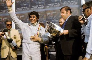 Yarış galibi Francois Cevert, Tyrrell ilk GP galibiyetini kutluyor
