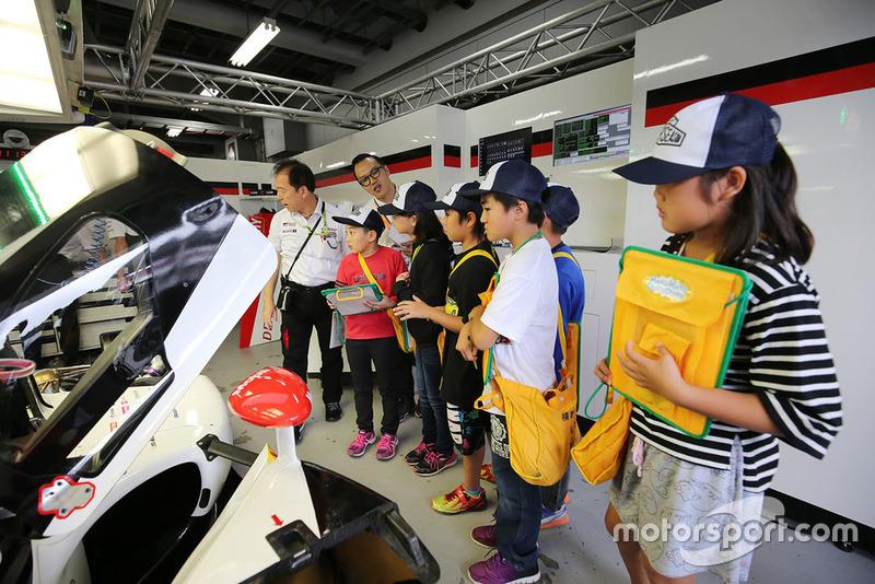 Young fans in the Toyota Gazoo Racing garage