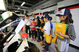 Young fans in the Toyota Gazoo Racing garage