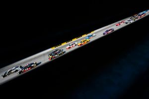 Aric Almirola, Stewart-Haas Racing, Ford Fusion Smithfield e Clint Bowyer, Stewart-Haas Racing, Ford Fusion Haas VF1/Rush Truck Centers