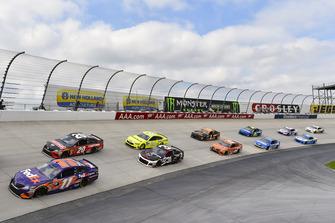 Denny Hamlin, Joe Gibbs Racing, Toyota Camry FedEx Express ed Erik Jones, Joe Gibbs Racing, Toyota Camry Craftsman