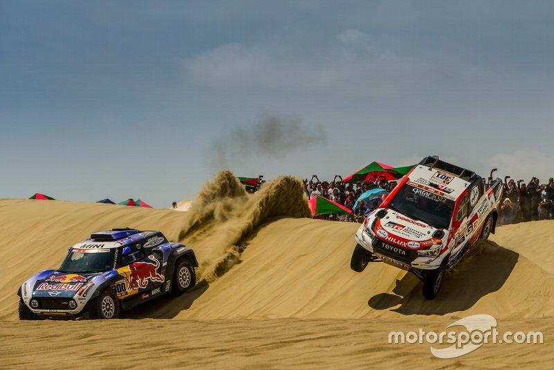 #300 X-Raid Mini JCW Team: Carlos Sainz, #301 Toyota Gazoo Racing SA: Nasser Al-Attiyah