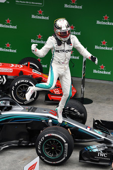 Winnaar Lewis Hamilton, Mercedes-AMG F1 W09 EQ Power+ viert feest in Parc Ferme