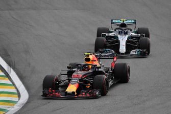 Max Verstappen, Red Bull Racing RB14 and Valtteri Bottas, Mercedes-AMG F1 W09
