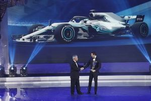 Chase Carey, CEO F1, Toto Wolff, Direttore Esecutivo (Business), Mercedes AMG