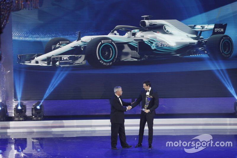 Chase Carey, F1 CEO, Toto Wolff, diretor executivo (Business), Mercedes AMG