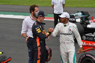 Max Verstappen, Red Bull Racing en Lewis Hamilton, Mercedes AMG F1 in Parc Ferme