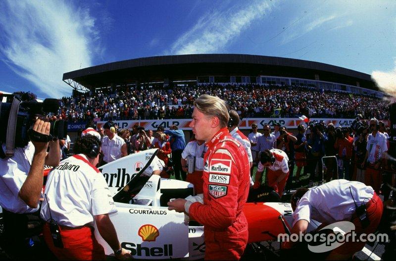 Mika Hakkinen rijdt zijn eerste race voor McLaren