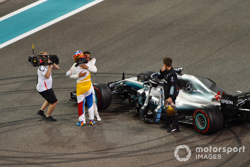 Fernando Alonso, McLaren and Lewis Hamilton, Mercedes AMG F1 celebrate in Parc Ferme