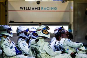 Williams pitcrew in de garage