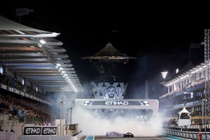 Donurs from Lewis Hamilton, Mercedes-AMG F1 W09, Sebastian Vettel, Ferrari SF71H and Fernando Alonso, McLaren MCL33