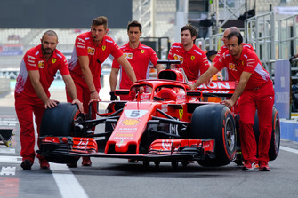 Sebastian Vettel, Ferrari SF71H auto en team