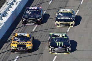 Kurt Busch, Stewart-Haas Racing, Ford Fusion Haas Automation/Monster Energy, Erik Jones, Joe Gibbs Racing, Toyota Camry DeWalt